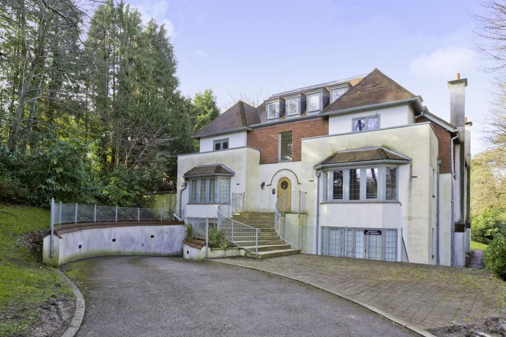 2 Bedrooms Apartment Flat for sale in Oathall Road, Haywards Heath, RH16