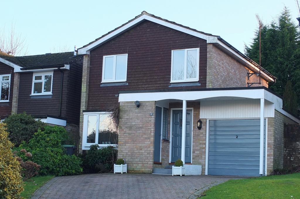 3 Bedrooms House for sale in Sergison Close, Haywards Heath, RH16