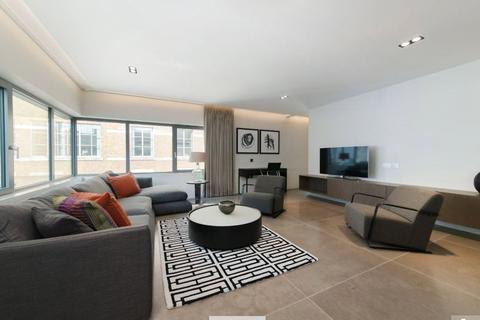 3 bedroom flat to rent - Babmaes Street, St. James's, London