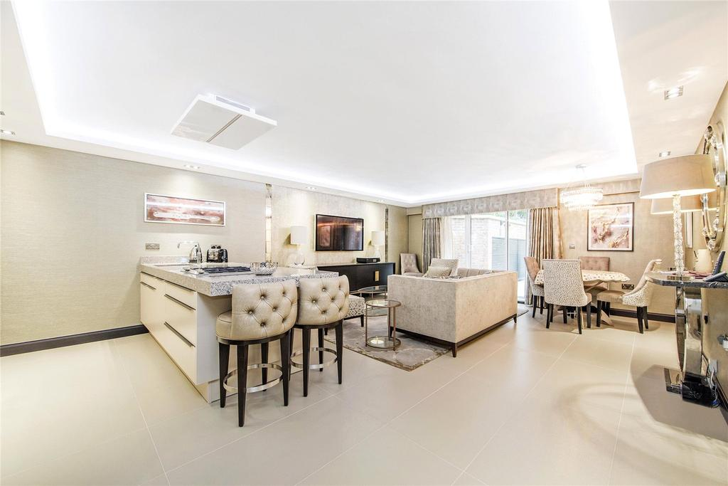 2 Bedrooms Flat for sale in Rosebery Court, 15 Charles Street, London