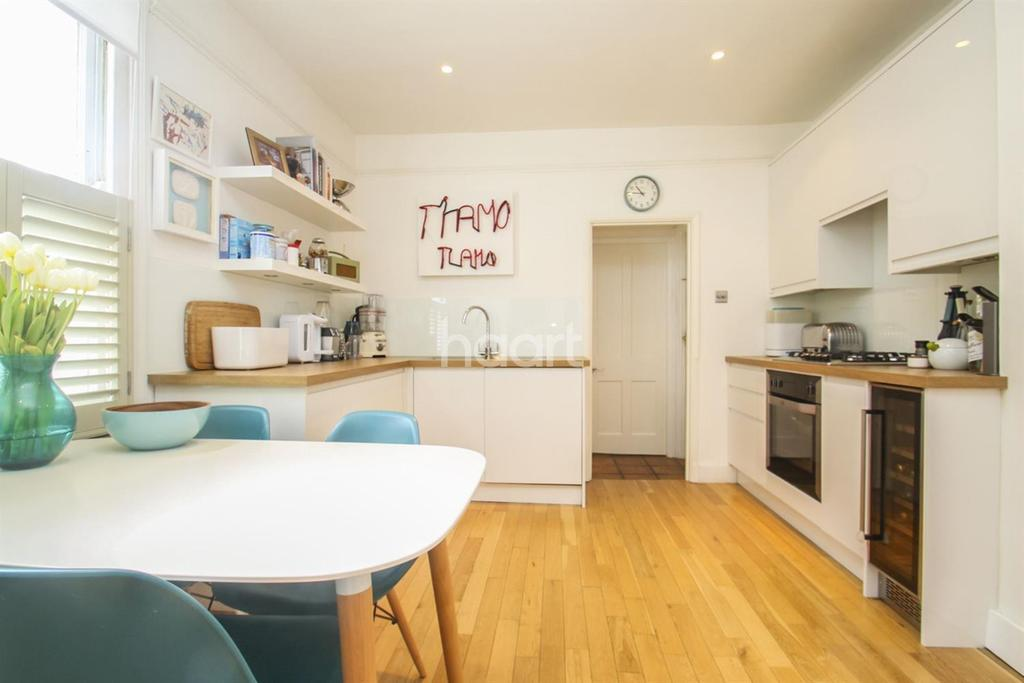 3 Bedrooms Maisonette Flat for sale in Penwith Road, London