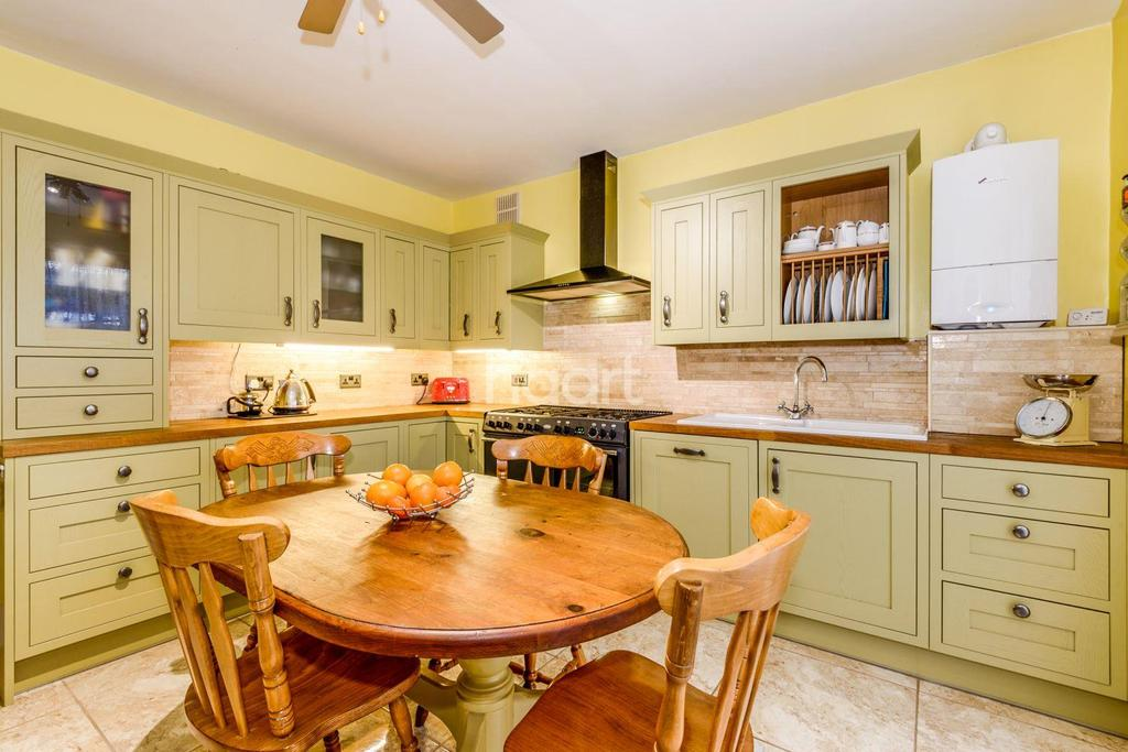 3 Bedrooms Bungalow for sale in Castleton Road, Southchurch