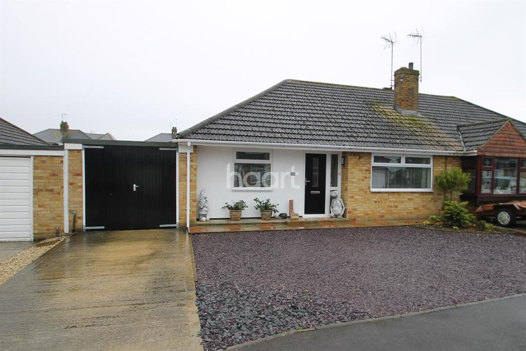 3 Bedrooms Bungalow for sale in Lower Stratton
