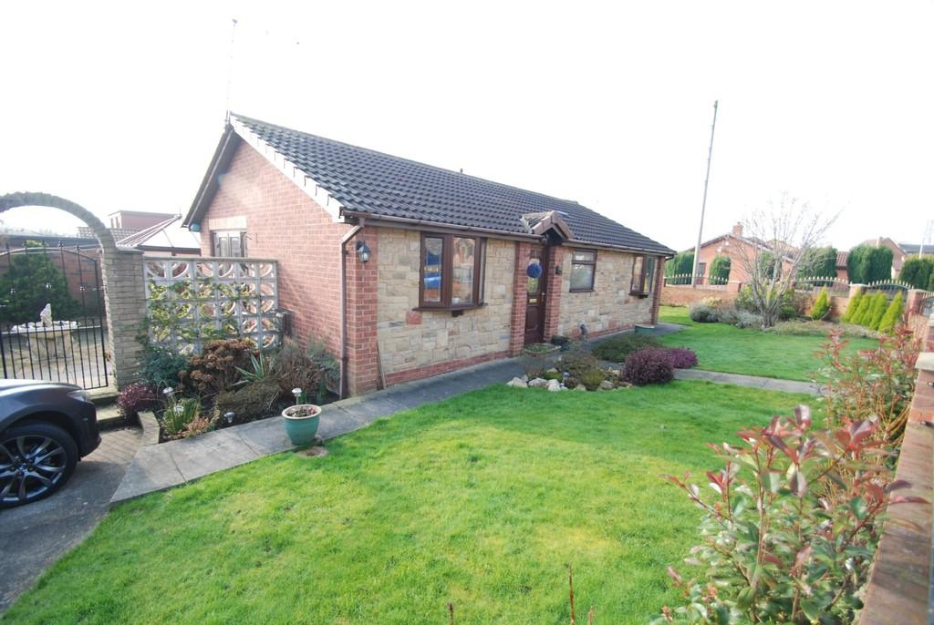 2 Bedrooms Detached Bungalow for sale in Doveside Drive, Darfield, Barnsley S73