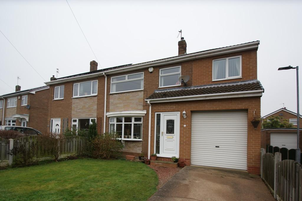 4 Bedrooms Semi Detached House for sale in 18 Hills Close, Sprotbrough, Doncaster, DN5 7NW