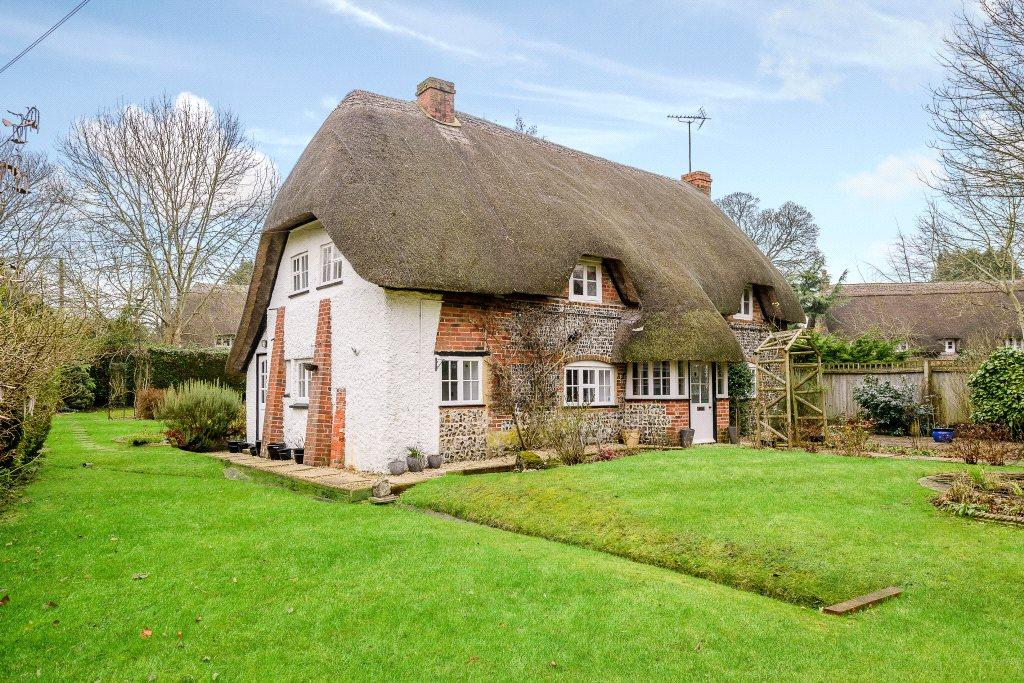 3 Bedrooms Detached House for sale in Water Street, Bulford, Salisbury