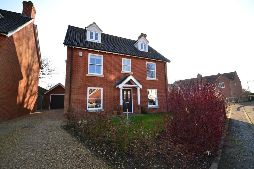 5 Bedrooms Detached House for sale in Lavare Court, Old Catton