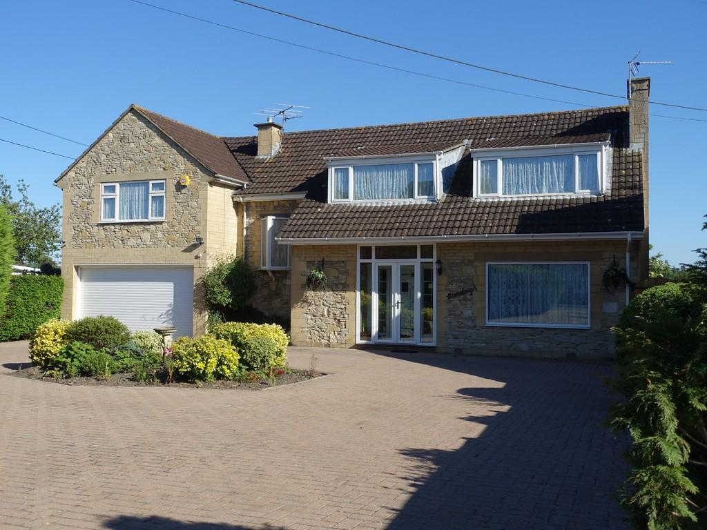 4 Bedrooms Detached House for sale in Trowbridge, Wiltshire