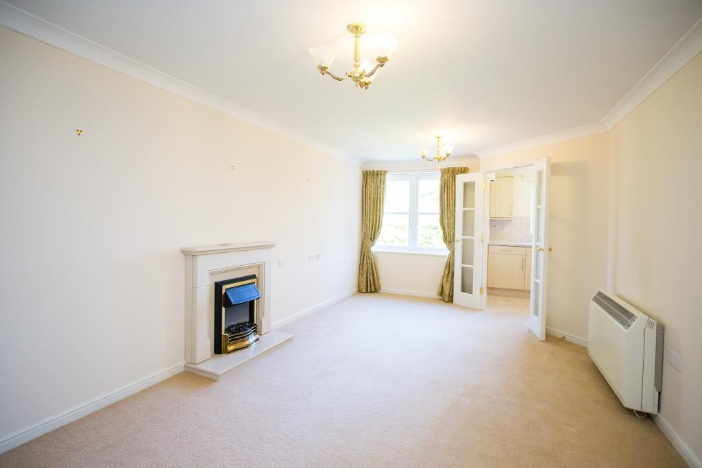 2 Bedrooms Apartment Flat for sale in High Street, Heathfield, East Sussex, TN21 8GB