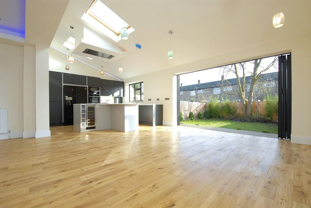6 Bedrooms Semi Detached House for sale in Chudleigh Rd SE4