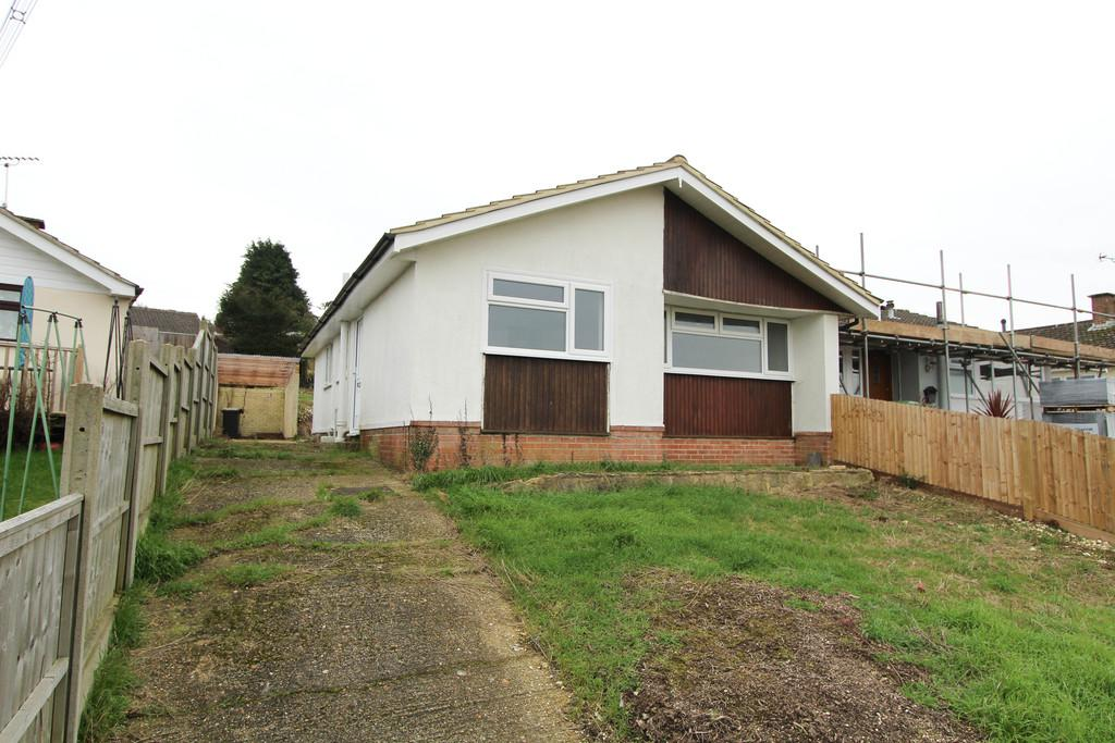 2 Bedrooms Semi Detached Bungalow for sale in Viking Way, Horndean