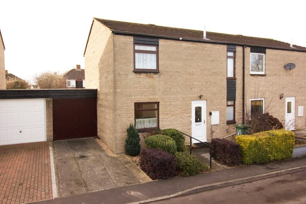 3 Bedrooms Semi Detached House for sale in Isaacs Close