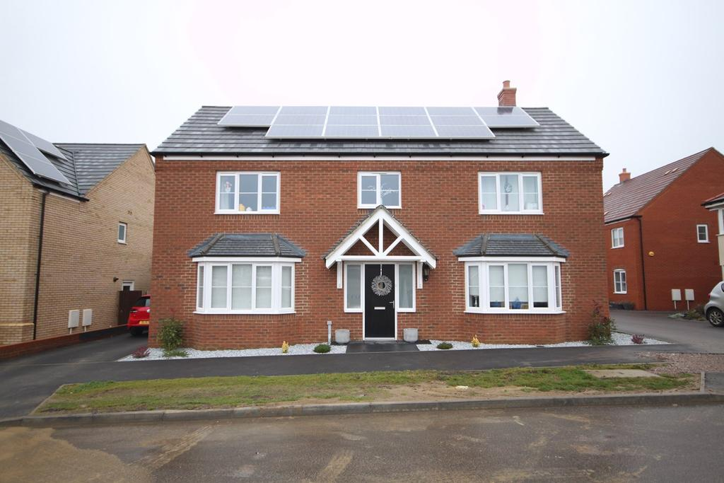 4 Bedrooms Detached House for sale in Harvest Rise, Shefford, SG17