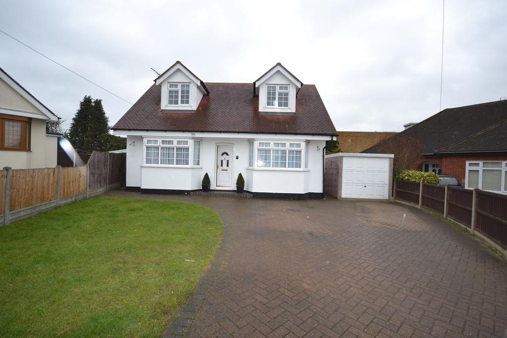 5 Bedrooms Chalet House for sale in Laburnum Drive, Corringham, Stanford-le-Hope, SS17