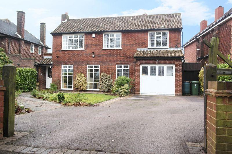 4 Bedrooms Detached House for sale in Skip Lane, Walsall