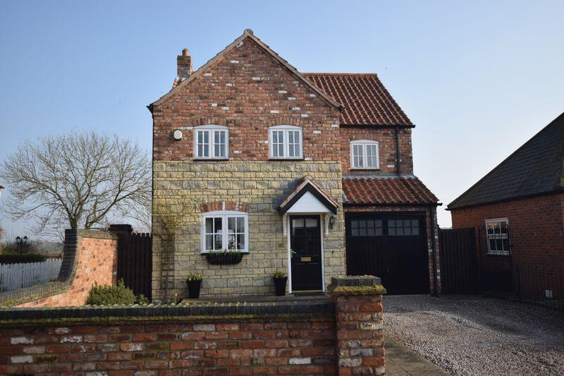 3 Bedrooms Detached House for sale in Davey Close, Sturton By Stow, Lincoln