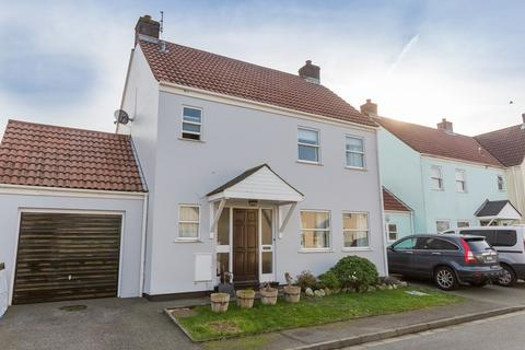 3 bedroom semi-detached house to rent - Collings Road, St. Peter Port, Guernsey