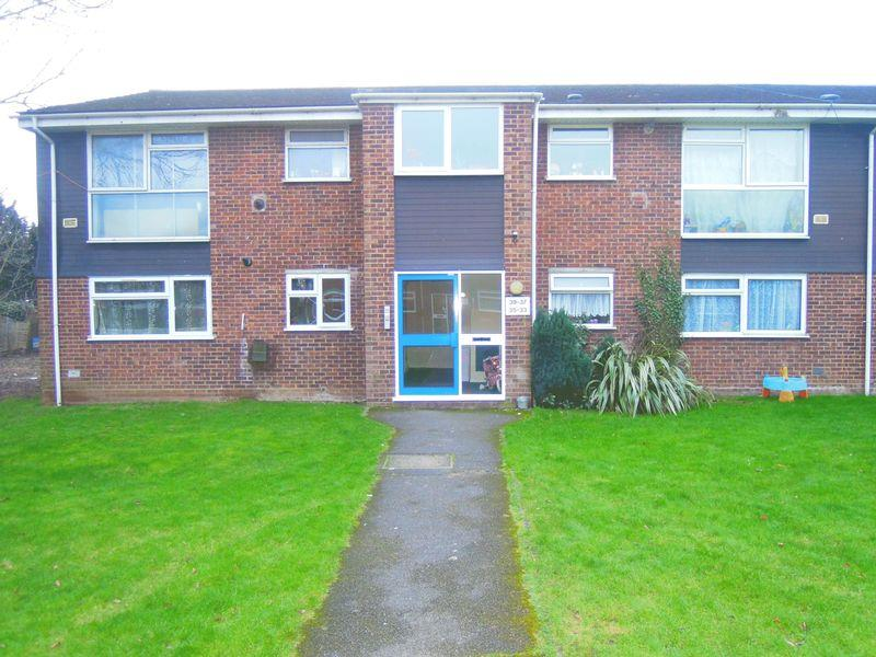 2 Bedrooms Apartment Flat for sale in Welland Close, Langley.