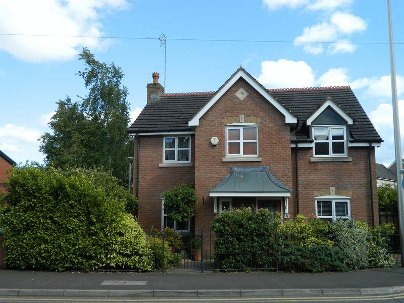 4 Bedrooms Detached House for sale in 70 Bradwall Road, Sandbach, Cheshire, CW11 1GH