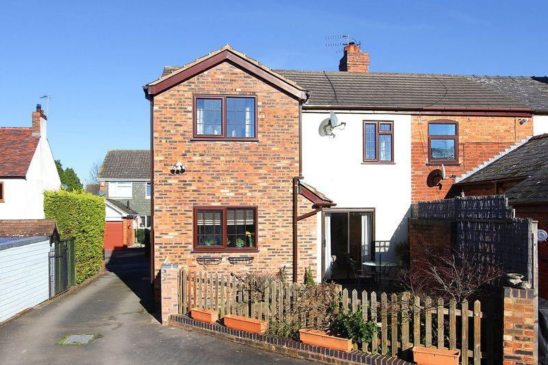 3 Bedrooms End Of Terrace House for sale in WOMBOURNE, Chapel Street