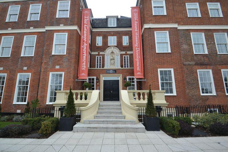 3 Bedrooms Apartment Flat for sale in Plaistow Lane, Bromley