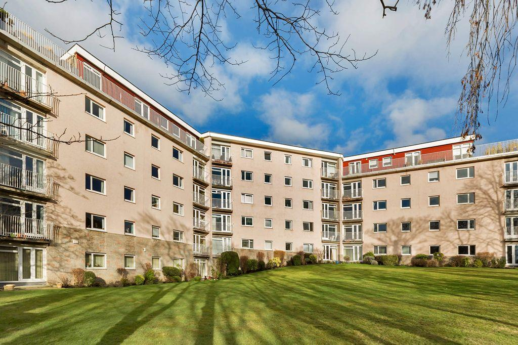 3 Bedrooms Flat for sale in 12 Abbotsford Court, Merchiston, EH10 5EH