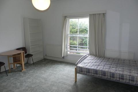 Studio to rent - Waterden Road, Guildford, GU1 2AN