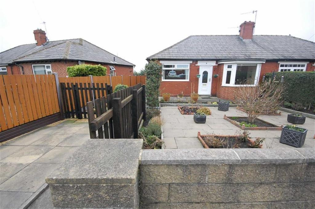 2 Bedrooms Semi Detached Bungalow for sale in South Lane Gardens, Elland, HX5