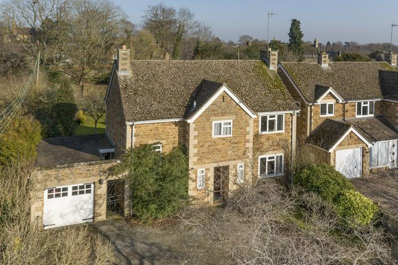 3 Bedrooms Detached House for sale in Little Bridge Road, Bloxham, Banbury