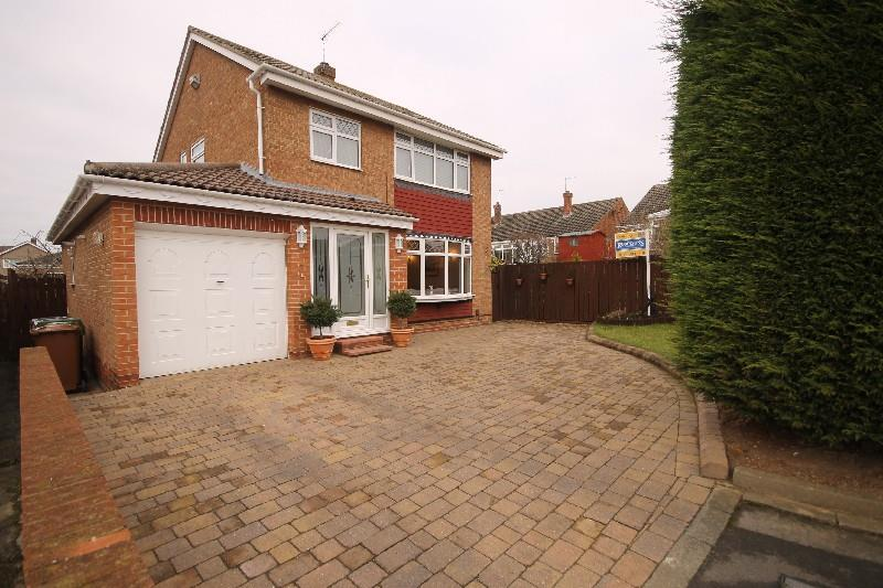 3 Bedrooms Detached House for sale in Navenby Grove Fens Estate, Hartlepool