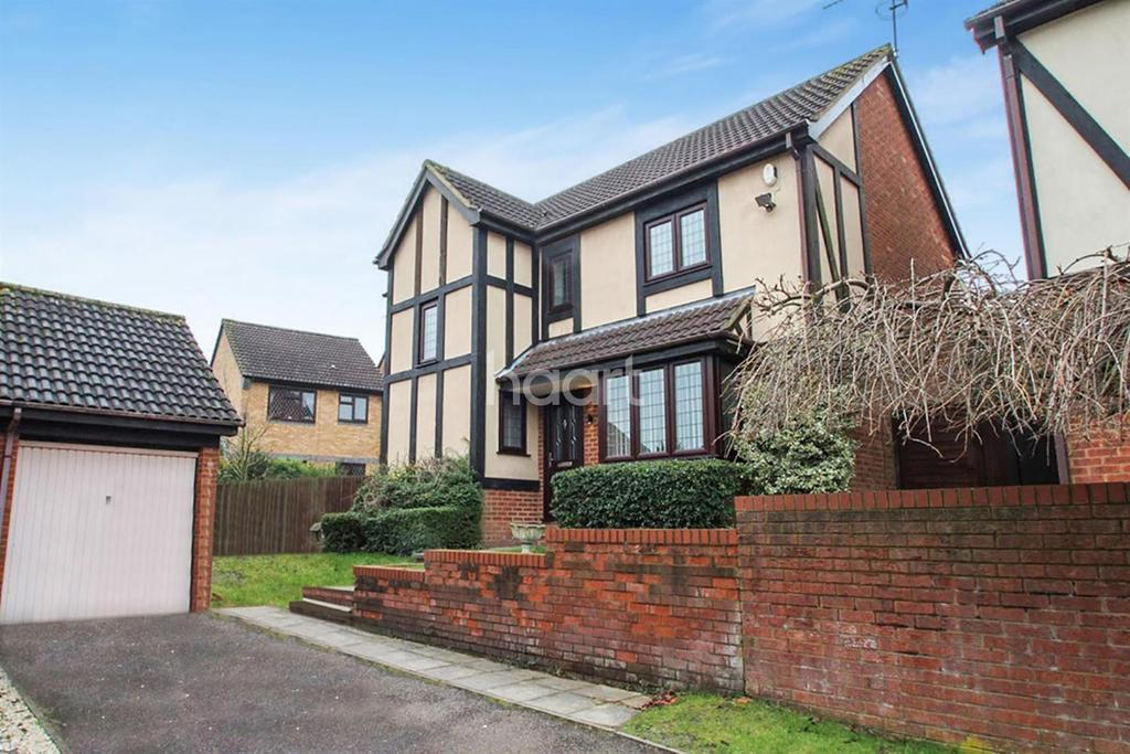 4 Bedrooms Detached House for sale in Rare In Wigmore Downs