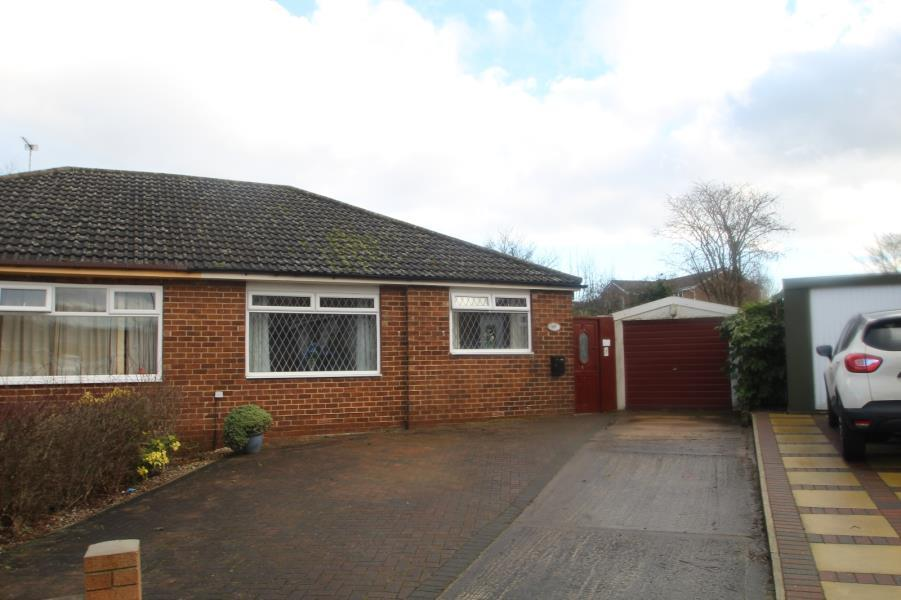 2 Bedrooms Semi Detached House for sale in THE CLOSE, DURKAR, WAKEFIELD, WF4 3AQ