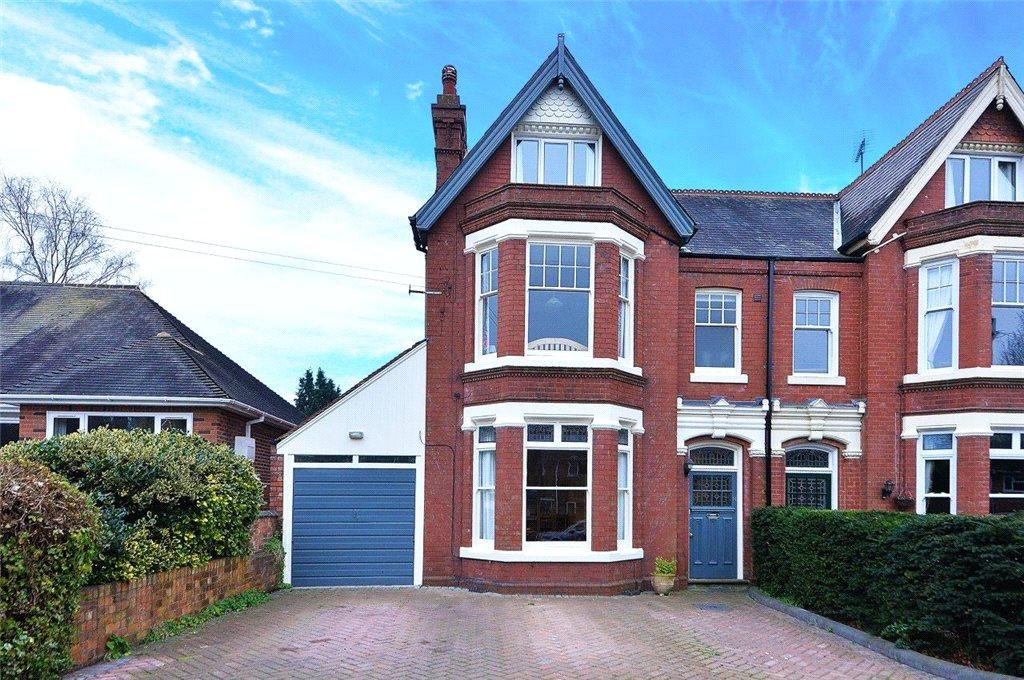 4 Bedrooms Semi Detached House for sale in Hillgrove Crescent, Kidderminster, DY10