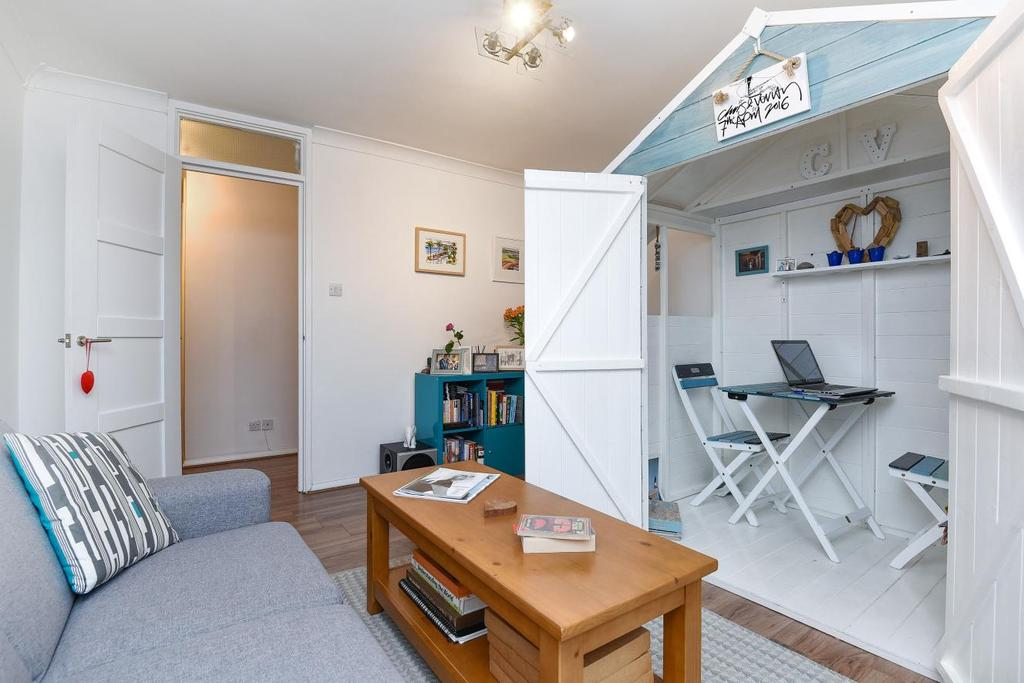 2 Bedrooms Flat for sale in Winchester Close, Walworth