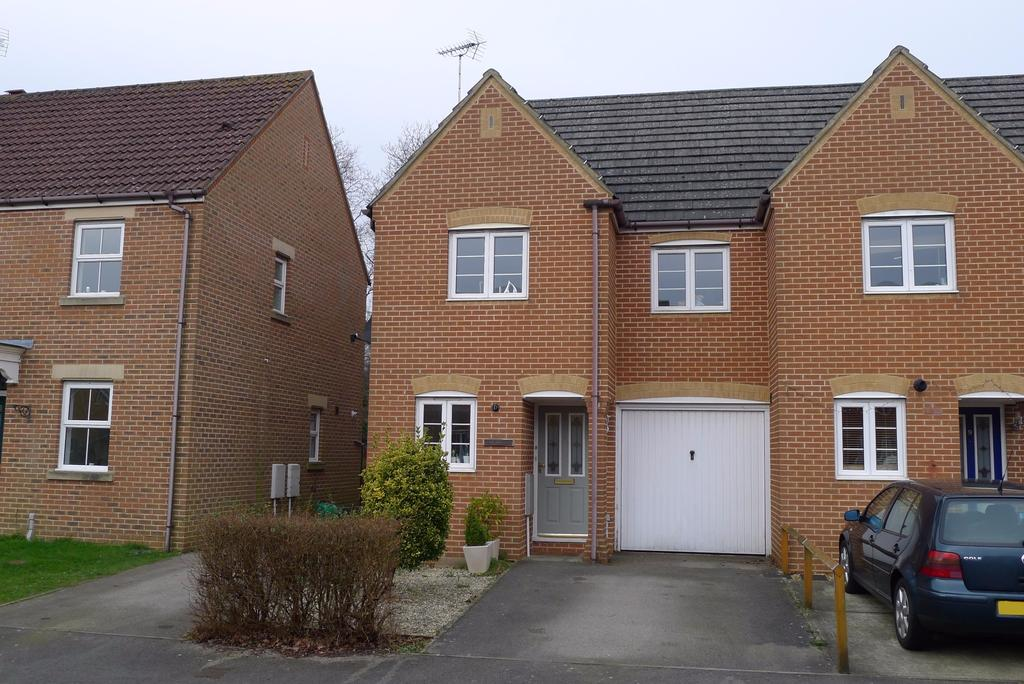 3 Bedrooms End Of Terrace House for sale in TITCHFIELD PARK