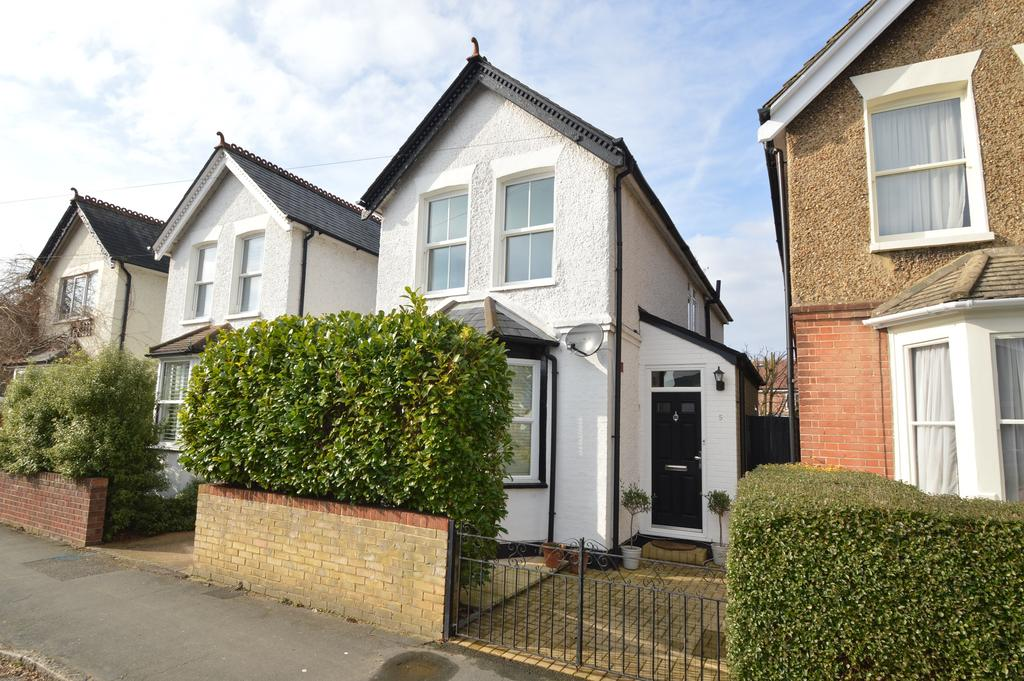 3 Bedrooms Detached House for sale in Florence Road, WALTON ON THAMES KT12