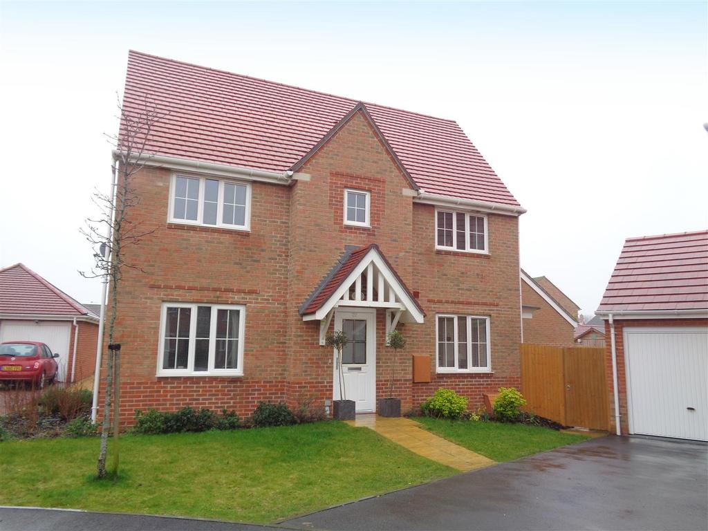 3 Bedrooms Detached House for sale in Wood Hill Way, Felpham