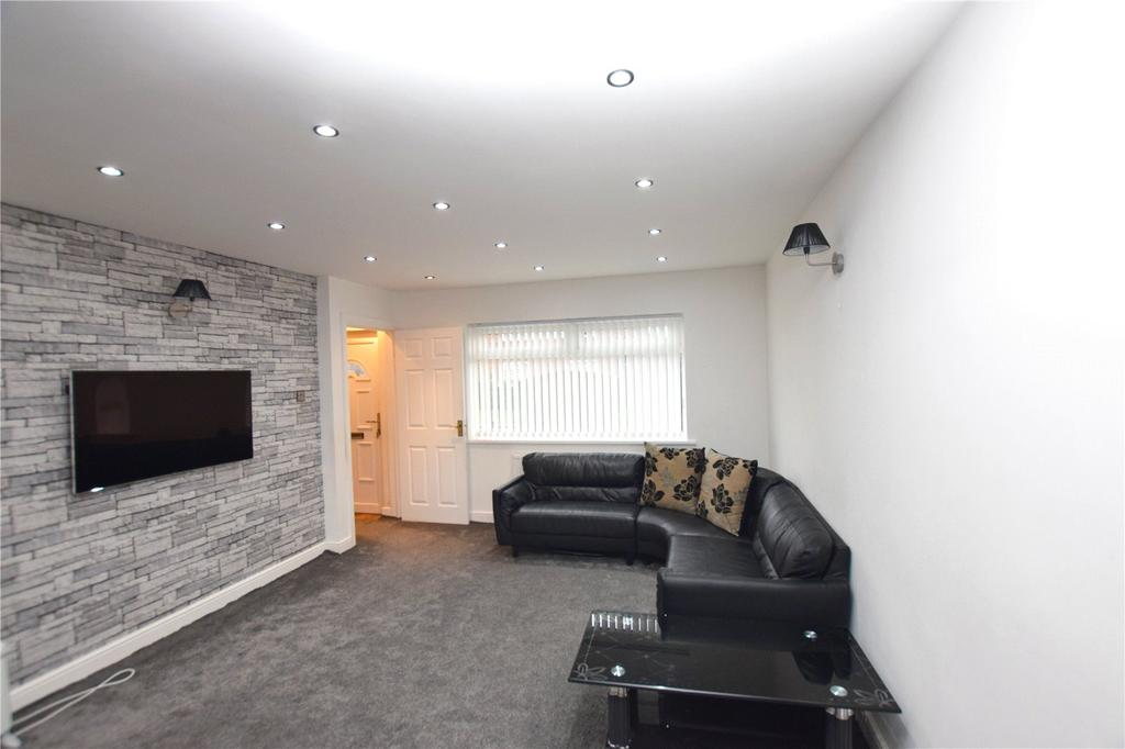 2 Bedrooms Semi Detached House for sale in Cardinal Avenue, Leeds, West Yorkshire, LS11