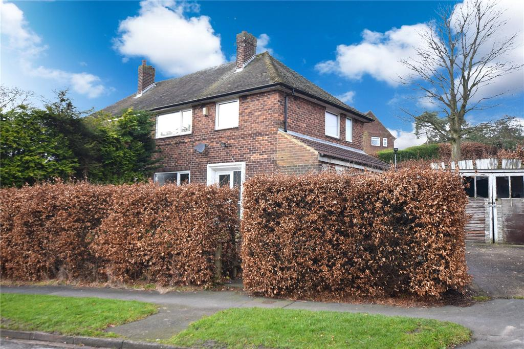 3 Bedrooms Semi Detached House for sale in Tinshill Mount, Leeds, West Yorkshire, LS16