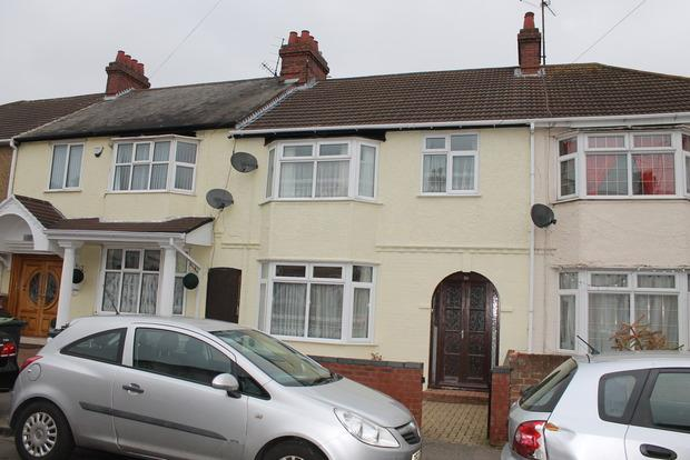 3 Bedrooms Terraced House for sale in Maryport Road, Luton, LU4