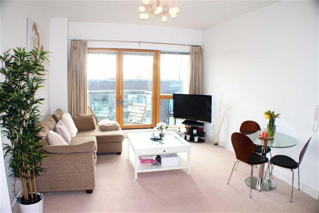 2 Bedrooms Flat for sale in Cypress Place, 9 New Century Park, Manchester