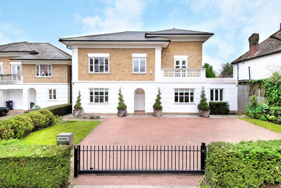 9 Bedrooms House