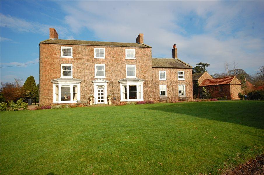 8 Bedrooms Detached House for sale in SKIPTON HALL, THIRSK, YO7 4SB