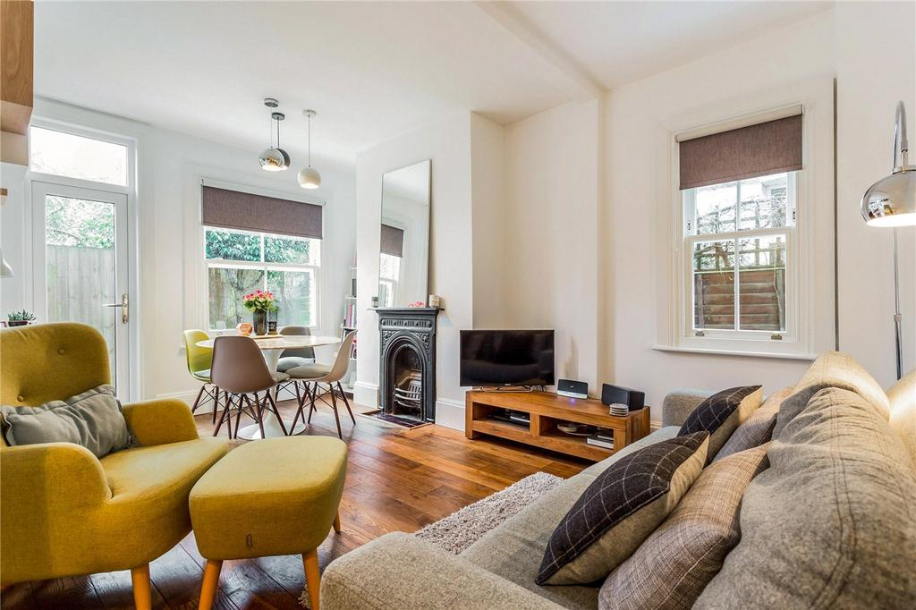 2 Bedrooms Flat for sale in North View Road, London, N8