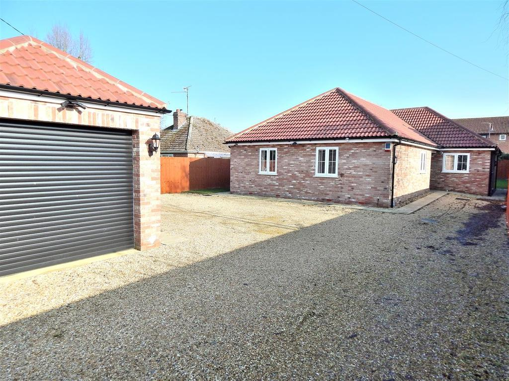 4 Bedrooms Detached Bungalow for sale in Hall Lane, West Winch, Kings Lynn