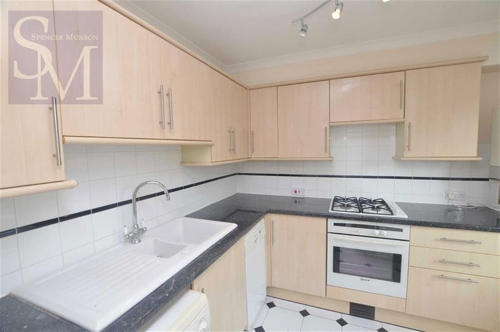 2 Bedrooms Flat for sale in Clover Court, South Woodford, London