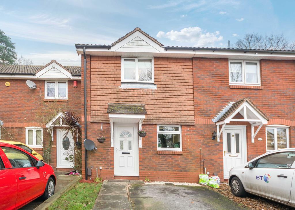 2 Bedrooms Terraced House for sale in Devonshire Gardens, Bursledon, Southampton SO31