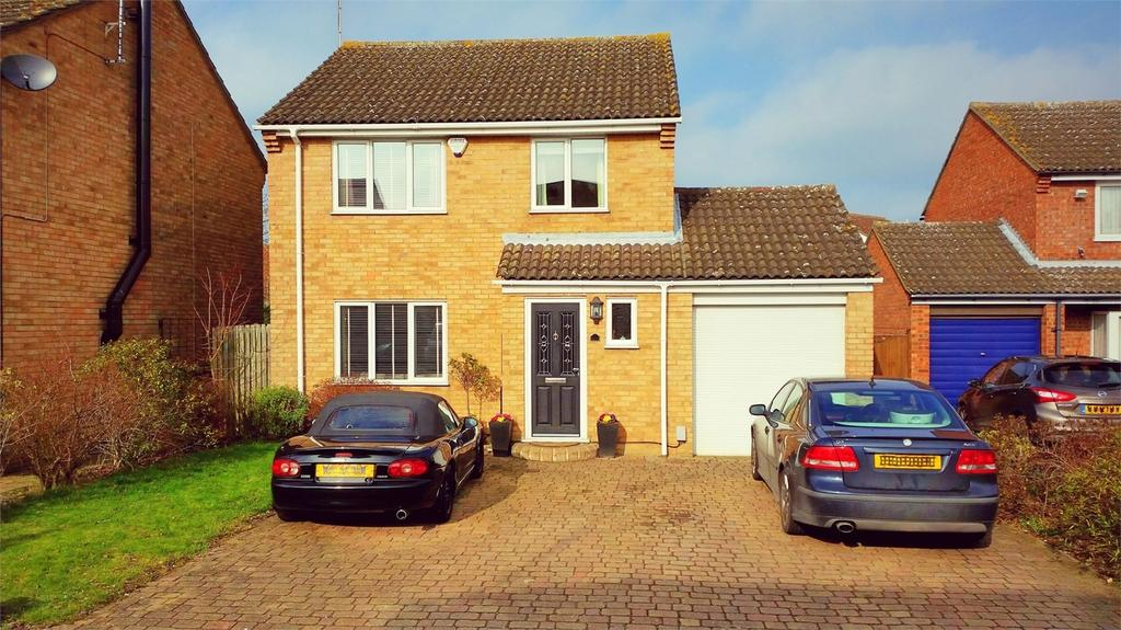 3 Bedrooms Detached House for sale in Dombey Close, CHELMSFORD, Essex