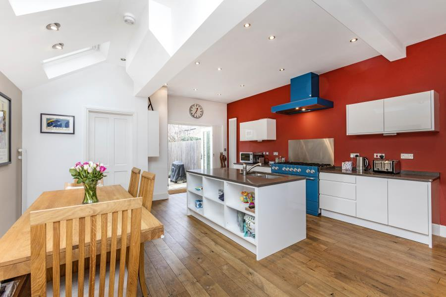 4 Bedrooms House for sale in Howgate Road, SW14