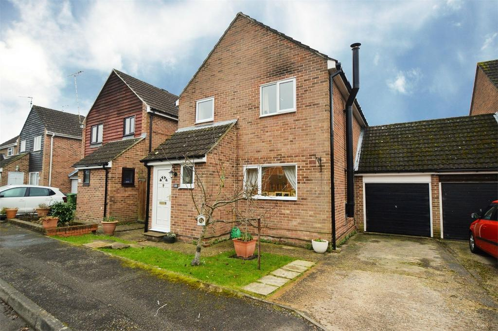 3 Bedrooms Detached House for sale in Stoneham Close, PETERSFIELD, Hampshire